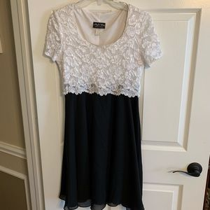 Night Ways Collections size 8 beautiful lace top